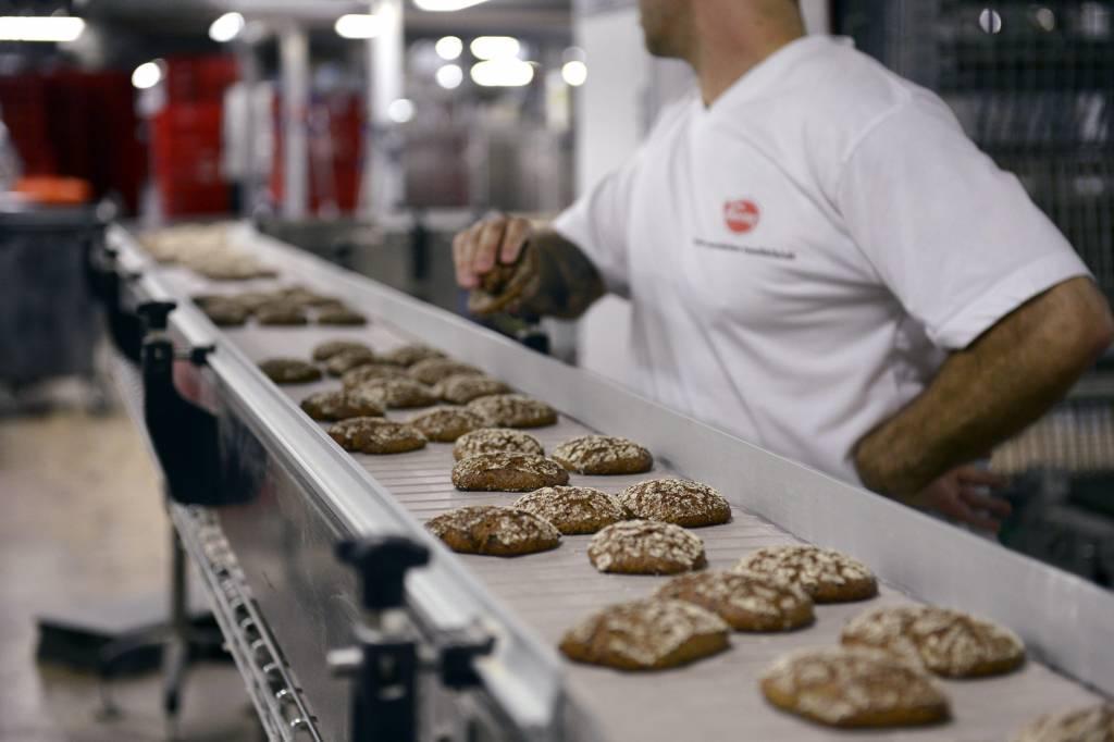 Tuoretta leipää Vaasan OY:n tehtailla 29. elokuuta 2012.